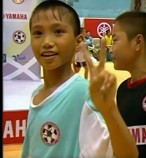 "loat anh thoi ngo tau cua cac ""nam than"" u22 viet nam, ha duc chinh an tuong nhat - 12"