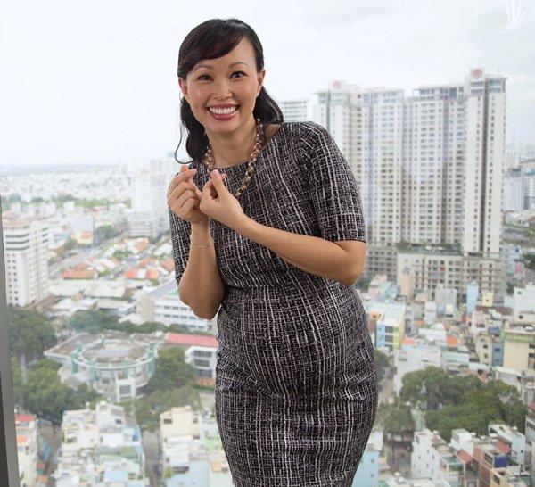 Nguyên nhân Shark Linh vô tư khoe ảnh con sơ sinh nhưng lại giấu mặt con gái lớn - 1