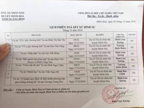 """tin tuc 24h: hanh dong bat ngo cua chanh an toa huyen lo clip """"may mua"""" voi nu ke toan - 1"""