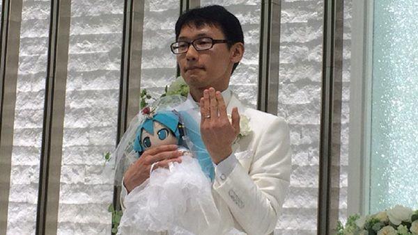 Kondo thậm chí chi2 triệu yen (khoảng 400 triệu đồng) cho lễ cưới trịnh trọng diễn ra ở Tokyo.