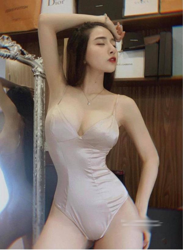"""Có """"núi đôi"""" gần 1 mét lại mê diện áo tắm, hotgirl được dân tình khen thánh nữ bikini - 7"""
