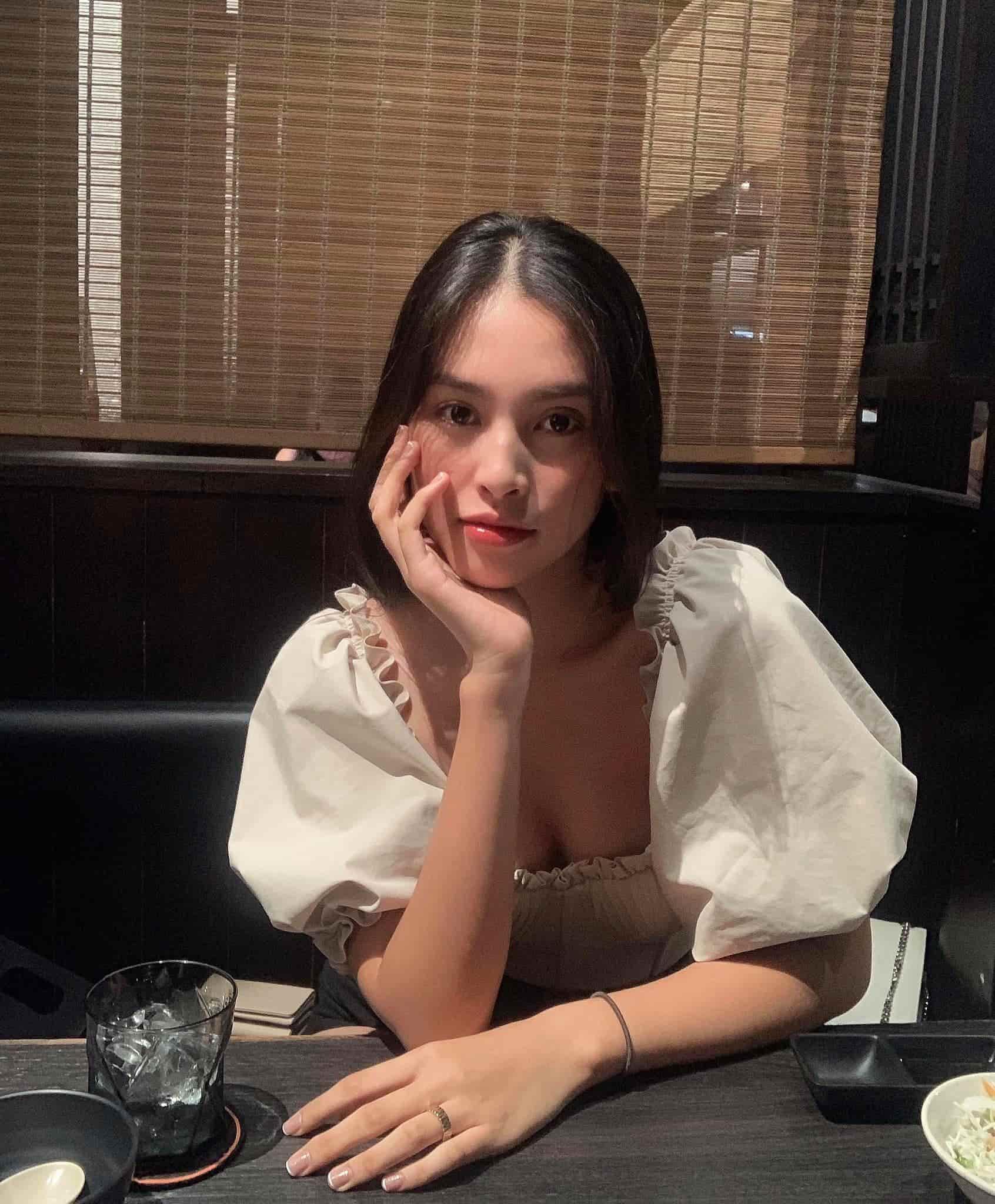 Có gương mặt đẹp nhất làng Hoa hậu, Tiểu Vy vẫn khóc thầm vì khuyết điểm khi để mặt mộc - 1