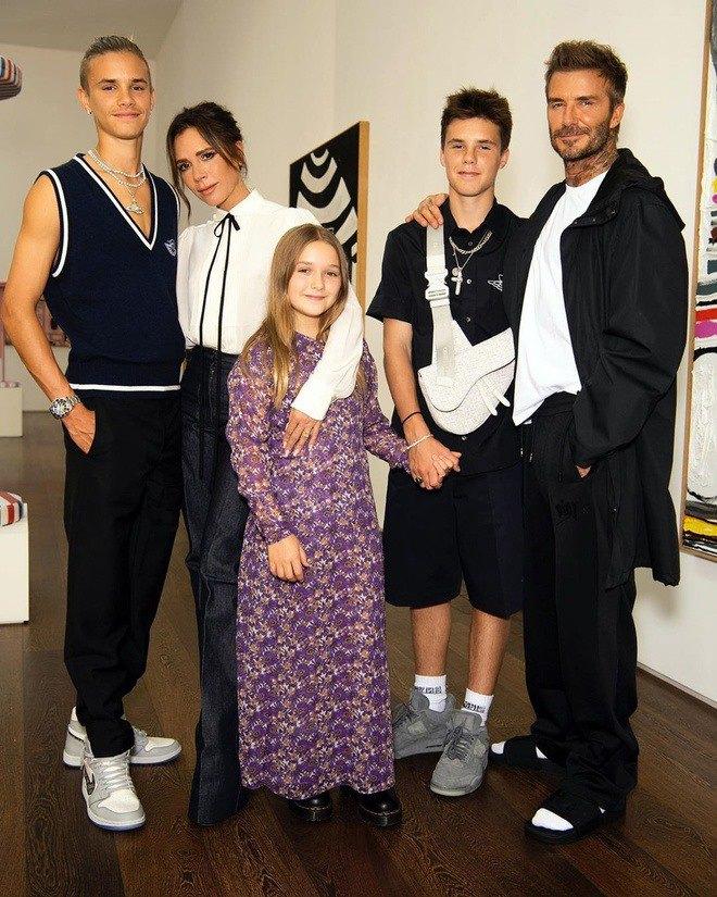 Ngồi không, Victoria Beckham cũng trở thành ngôi sao có thu nhập cao nhất nước Anh - 6