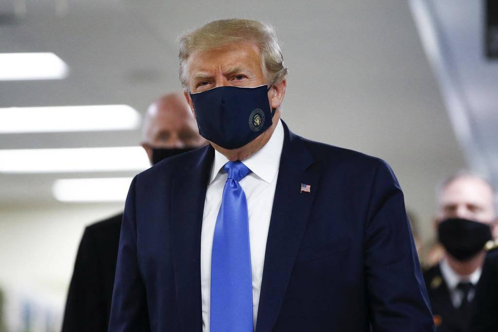 Vừa sốt, vừa khó thở, Tổng thống Trump được bác sĩ điều trị COVID-19 theo phác đồ nào?