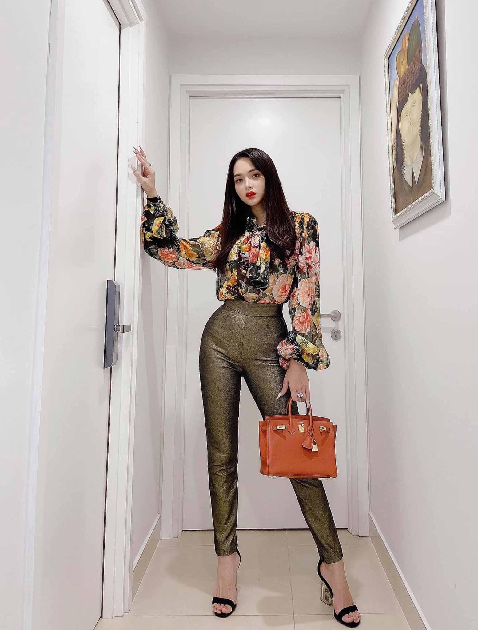 Cứ mỗi lần ngồi xe sang, Hương Giang lại chiêu đãi fan xu hướng thời trang mới - 8