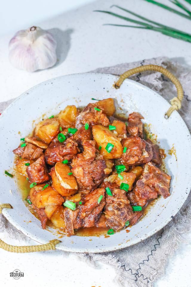 Sườn nấu không cũng chán, đem kho cùng khoai tây lại khiến ai cũng tiếc amp;#34;nấu quá ít cơmamp;#34; - 8