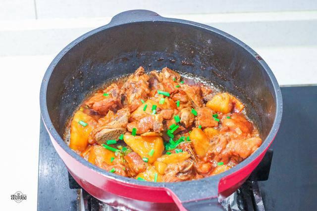 Sườn nấu không cũng chán, đem kho cùng khoai tây lại khiến ai cũng tiếc amp;#34;nấu quá ít cơmamp;#34; - 7