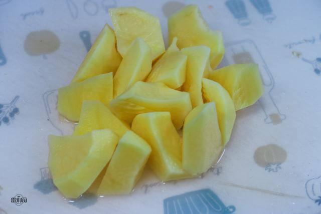 Sườn nấu không cũng chán, đem kho cùng khoai tây lại khiến ai cũng tiếc amp;#34;nấu quá ít cơmamp;#34; - 3