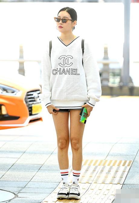 Hoá ra, Lâm Vỹ Dạ cũng sở hữu một điểm trừ ở đôi chân giống hệt nhiều mỹ nhân khác - 7