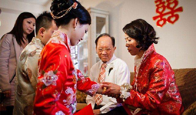 Tặc lưỡi cho mẹ bạn trai vay 500 triệu, ngày cưới bà đặt vào tay thứ nhỏ xinh gây sốc-2