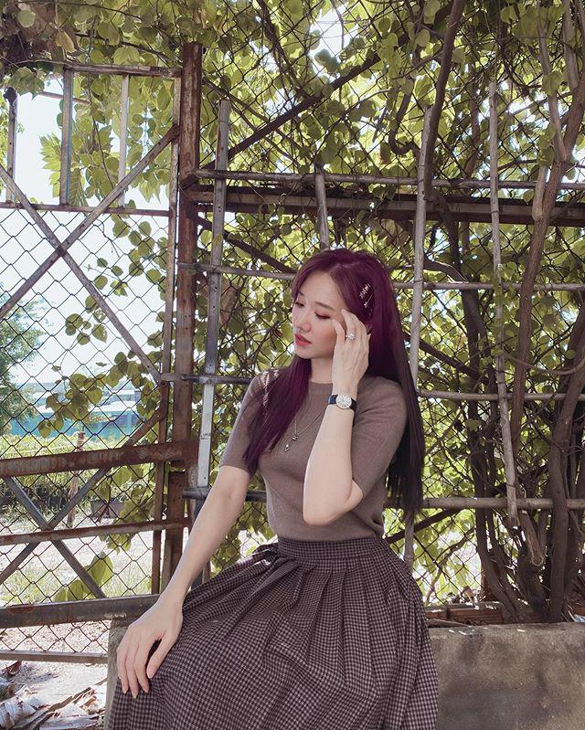 Khoe dáng trong chiếc váy như mượn của bà, Hari Won vẫn xinh xuất sắc - 6