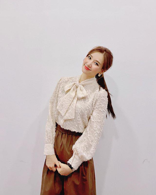 Khoe dáng trong chiếc váy như mượn của bà, Hari Won vẫn xinh xuất sắc - 4