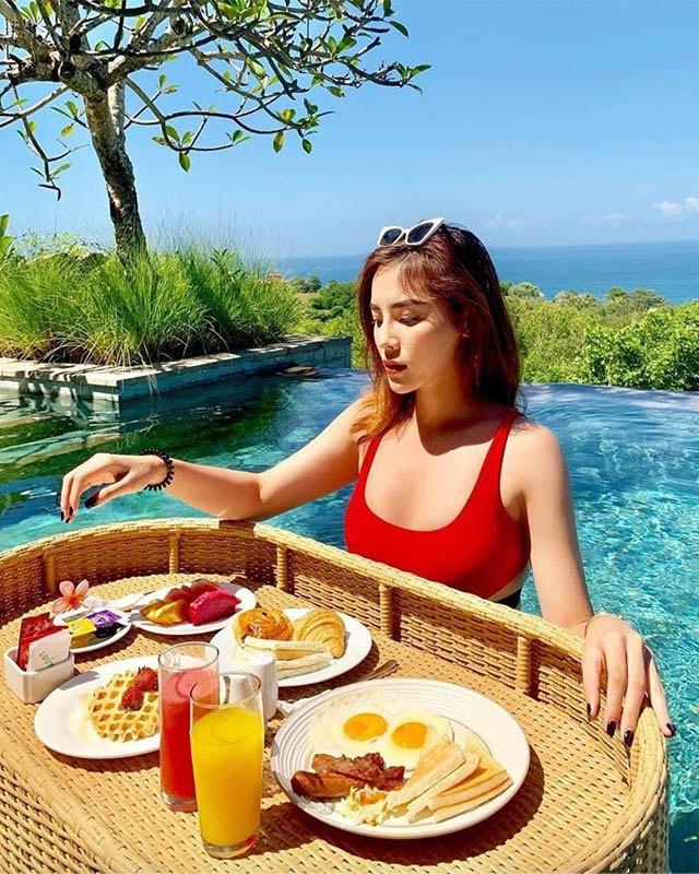 Soi bữa sáng dưới bể bơi của mỹ nhân Việt, tìm ra công thức ăn ngon giữ dáng chuẩn - 7