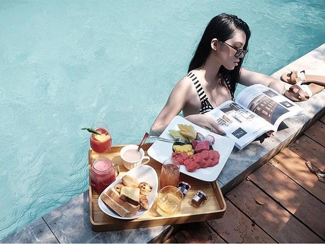 Soi bữa sáng dưới bể bơi của mỹ nhân Việt, tìm ra công thức ăn ngon giữ dáng chuẩn - 9
