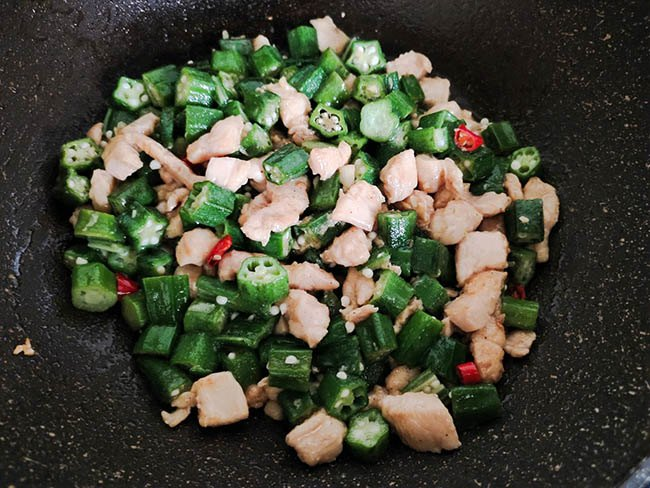 Đậu bắp luộc hay nấu canh mãi cũng chán, đem xào với thịt này cả nhà ăn bay cả đĩa - 6