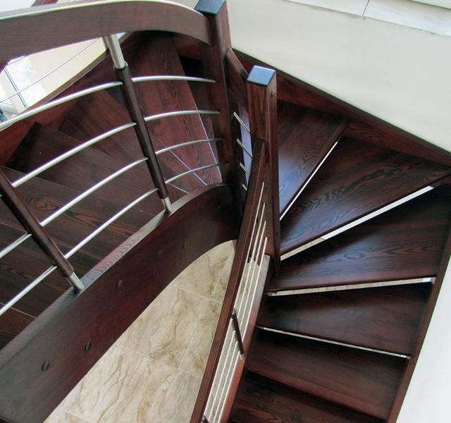Mẫu cầu thang gỗ đẹp hiện đại, đơn giản làm nổi bật ngôi nhà - 26