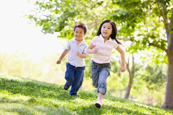 Uống nước tưởng dễ nhưng có 3 thời điểm cha mẹ không nên cho trẻ uống kẻo hỏng dạ dày - 3