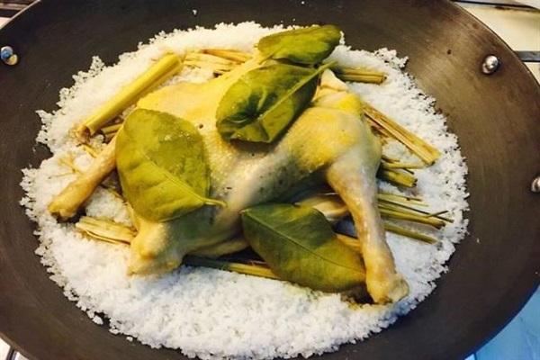 Hướng dẫn cách làm gà ủ muối hoa tiêu thơm ngon đậm đà khó cưỡng - 5