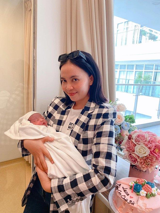 Loạt sao Việt nhà đông con nhưng toàn gen trội: các chị gái xấp xỉ U40 mà trẻ măng - 10
