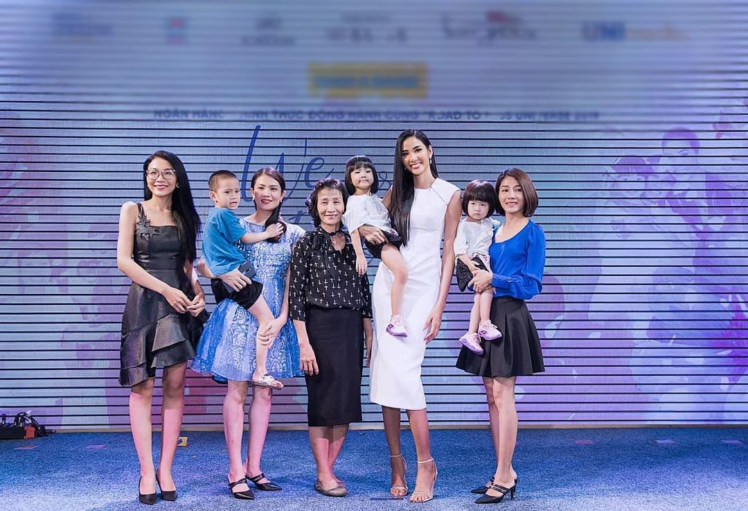 Loạt sao Việt nhà đông con nhưng toàn gen trội: các chị gái xấp xỉ U40 mà trẻ măng - 1