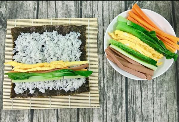 Cách làm cơm cuộn rong biển (kimbap) Hàn Quốc thơm ngon không bị khô - 1