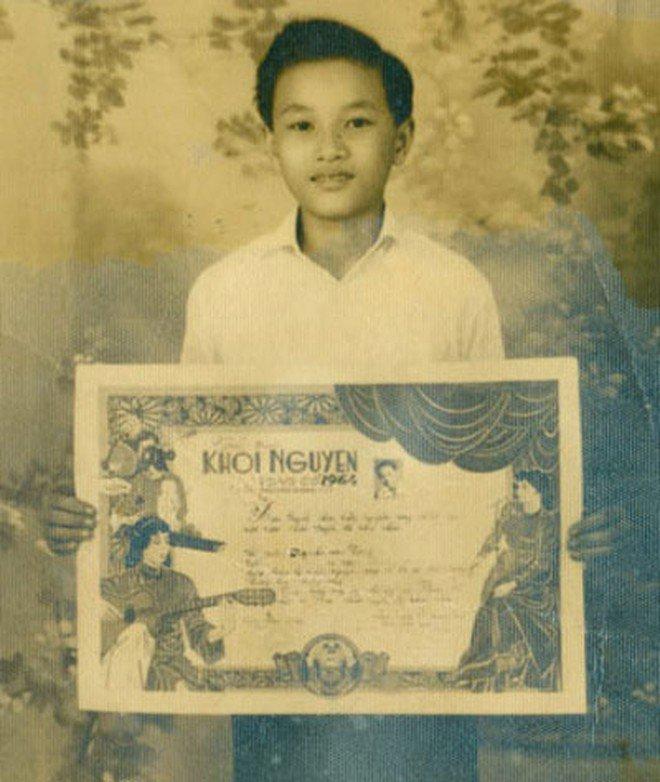 Năm 1964,Minh Vương đoạt giải Khôi nguyên Vọng cổkhi ôngmới 14 tuổi.