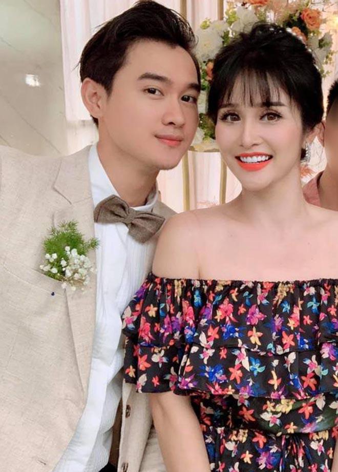 Đám cưới showbiz giữa miền Trung mùa lũ: Khách mời đội mưa, chèo thuyền đến ngắm cô dâu - 5