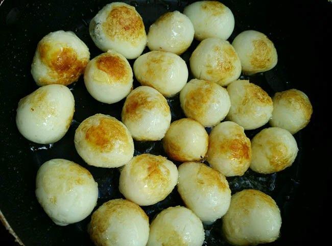 Trời lạnh, làm ngay nồi thịt kho trứng cút kiểu mới, nấu cả nồi cơm đầy cũng hết - 5