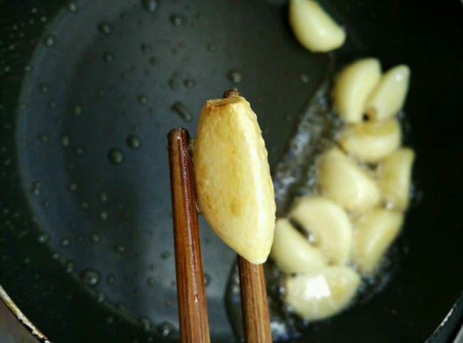 Trời lạnh, làm ngay nồi thịt kho trứng cút kiểu mới, nấu cả nồi cơm đầy cũng hết - 6
