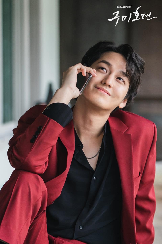 Vẻ đẹp trai amp;#34;bất bạiamp;#34; sau 11 năm của bạn thân Lee Min Ho khiến khán giả Hàn phát cuồng - 1