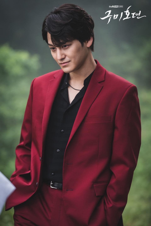 Vẻ đẹp trai amp;#34;bất bạiamp;#34; sau 11 năm của bạn thân Lee Min Ho khiến khán giả Hàn phát cuồng - 4