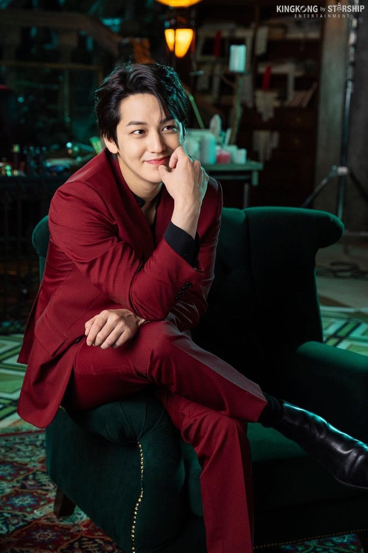 Vẻ đẹp trai amp;#34;bất bạiamp;#34; sau 11 năm của bạn thân Lee Min Ho khiến khán giả Hàn phát cuồng - 5