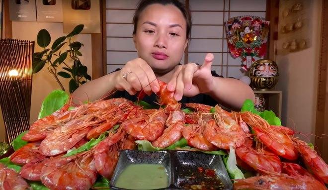Soi thu nhập của 3 bà mẹ làm Youtuber nổi nhất Việt Nam: Ai kiếm tiền