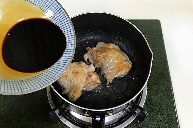 Se lạnh, làm ngay đùi gà sốt teriyaki kiểu Nhật, chẳng cần ra hàng cũng có món cực ngon - 6