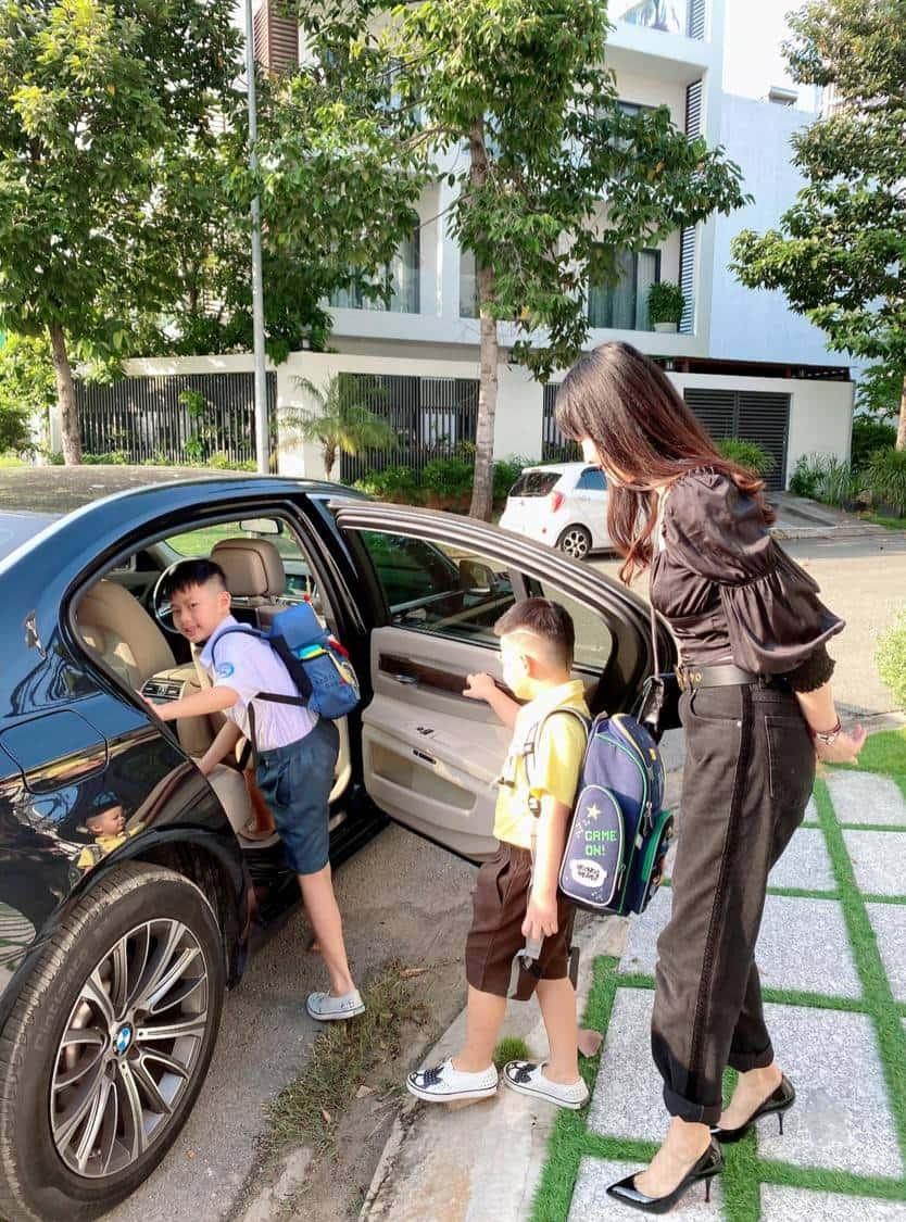 Vợ chồng Đăng Khôi cho các con điều kiện sống vô cùng tốt.
