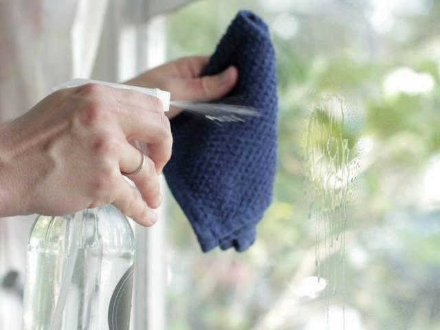 Cách vệ sinh gương phòng tắm luôn sạch bóng như ở khách sạn - 5