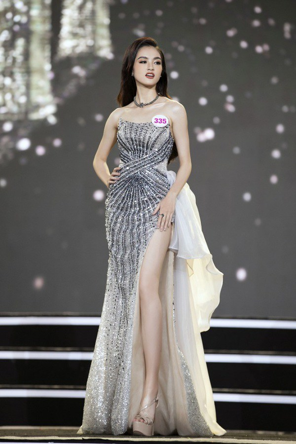 Cận cảnh nhan sắc đẹp như tranh của thí sinh thấp nhất Hoa hậu Việt Nam 2020 - 1