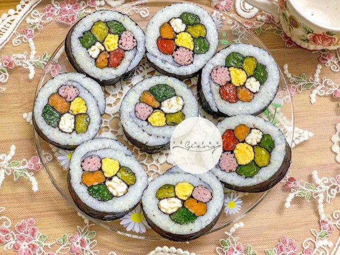 Khách đến nhà hoa mắt vì món cơm cuộn hình hoa cực xinh của mẹ đảm Hà Nội - 9