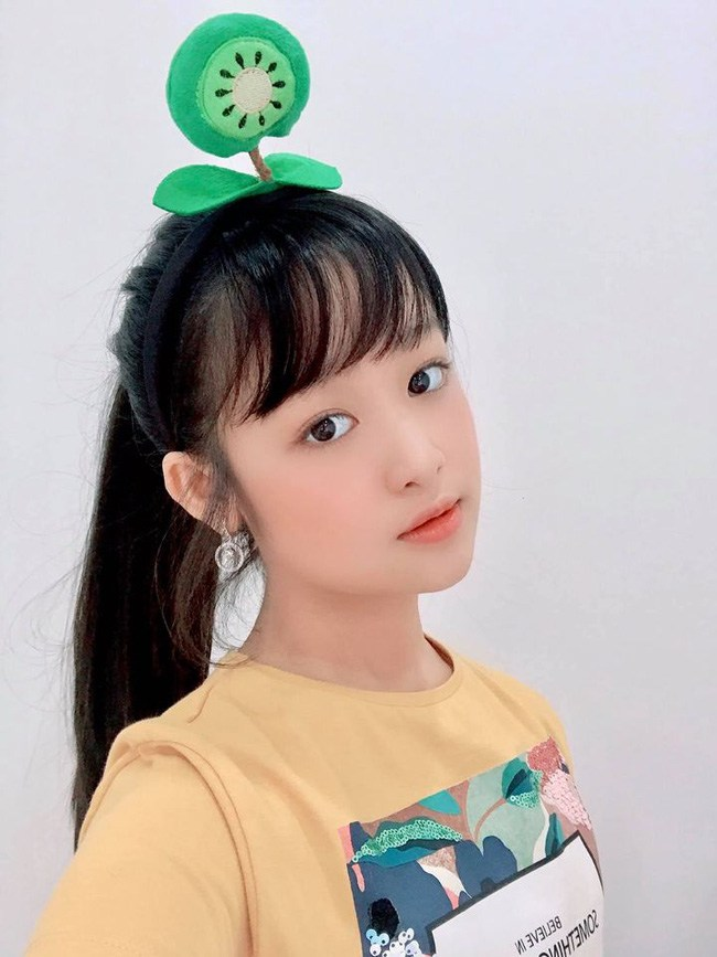 Khoe ảnh cận mặt, bé gái Cần Thơ chuyên đọ sắc Hoa hậu có gương mặt khác lạ - 4