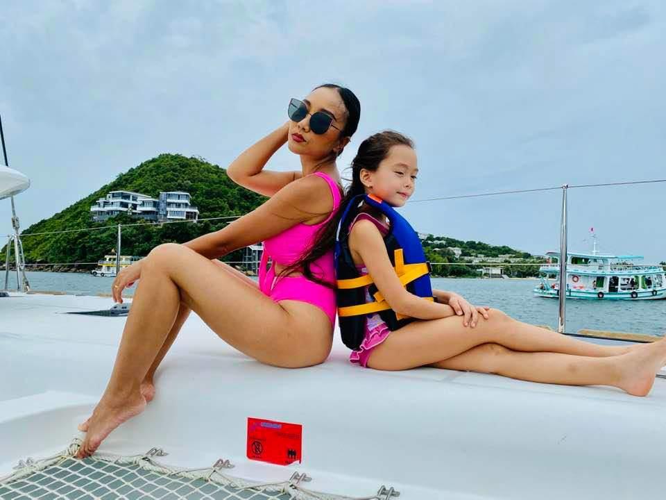 Mới 7 tuổi, con gái Đoan Trangkhoe đôi chân dài tựa siêu mẫu amp;#34;lấn átamp;#34; mẹ - 1