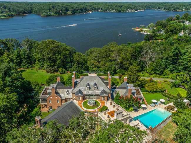 Ngôi nhà bỏ hoang bất ngờ được rao bán giá hơn nửa nghìn tỷ - 1