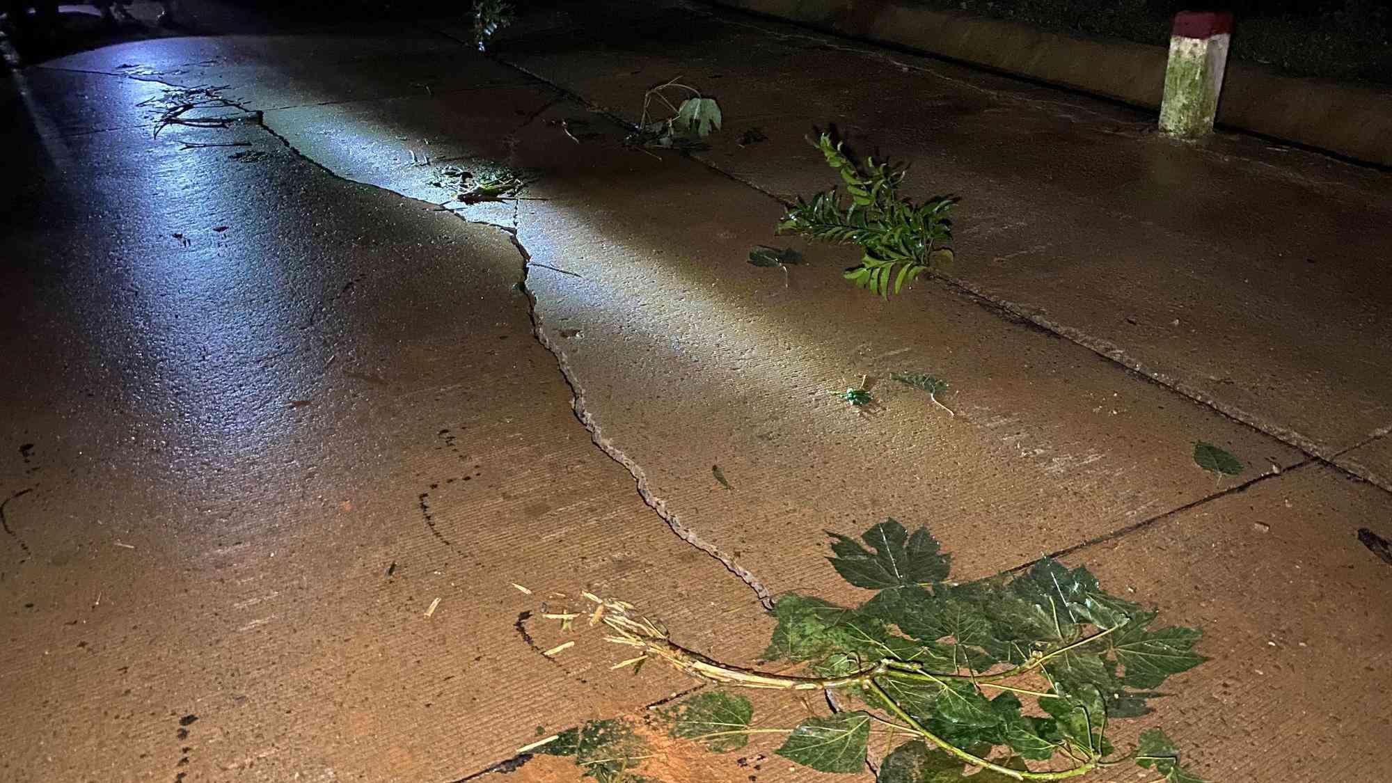 Lại xuất hiện tiếng nổ cạnh nơi tìm kiếm 22 cán bộ, chiến sĩ bị vùi lấp ở Quảng Trị - 3