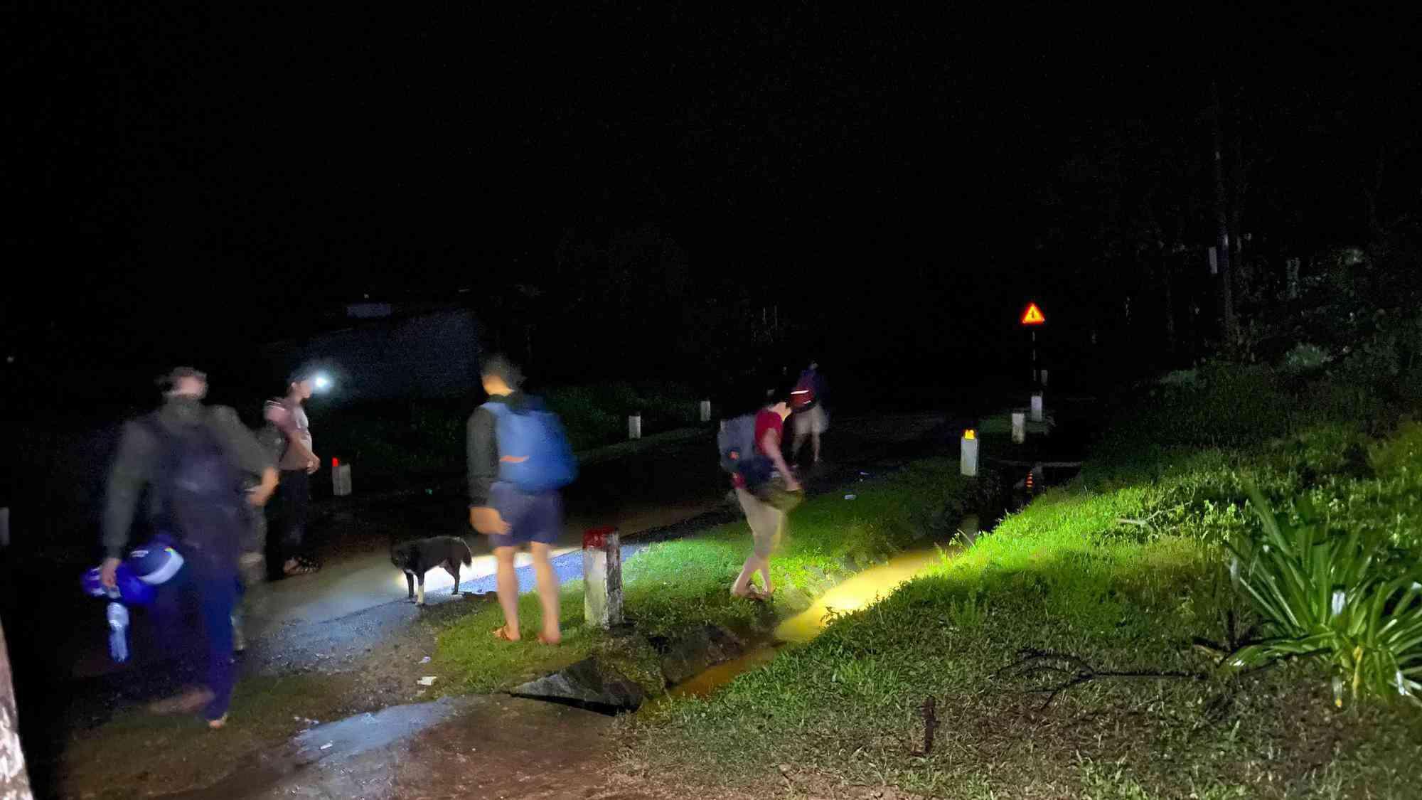 Lại xuất hiện tiếng nổ cạnh nơi tìm kiếm 22 cán bộ, chiến sĩ bị vùi lấp ở Quảng Trị - 4