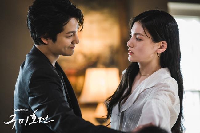 Cặp đôi đẹp, giàu và amp;#34;ác đềuamp;#34; khiến cư dân mạng xứ Hàn chao đảo - 3