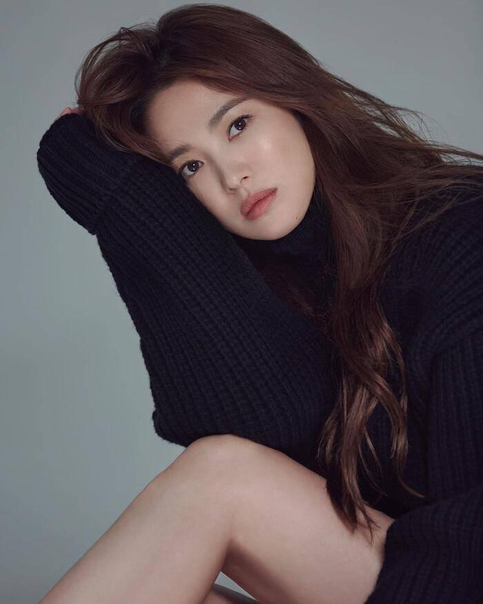 Chân ngắn một mẩu, U40 Song Hye Kyo vẫn mê diện mốt quần tàng hình đẹp vượt mặt gái 20-1