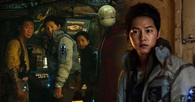 Hậu ly hôn Song Hye Kyo, Song Joong Ki amp;#34;đen đủ đườngamp;#34;, phim 500 tỷ không thể ra rạp - 8