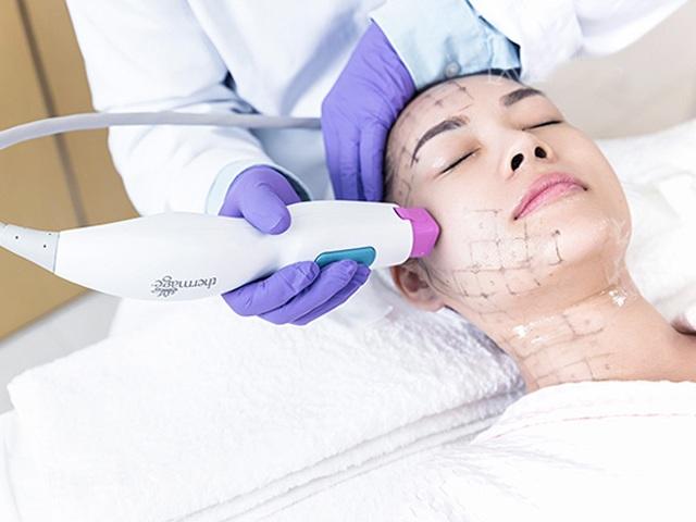 Đầu tư tiền làm trẻ hóa căng da, người phụ nữ bị bỏng rộp hết khuôn mặt - 10