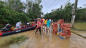Người cứu hộ lũ ở miền Trung: Lăn xả cứu dân nhưng đến người thân của mình lại bất lực