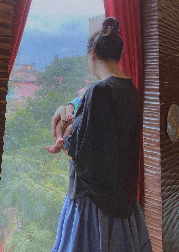 """Đàm Thu Trang sinh xong mặt bầu bĩnh, ngực căng sữa, Cường Đô-la liền nịnh vợ """"không ngượng miệng"""" - 3"""
