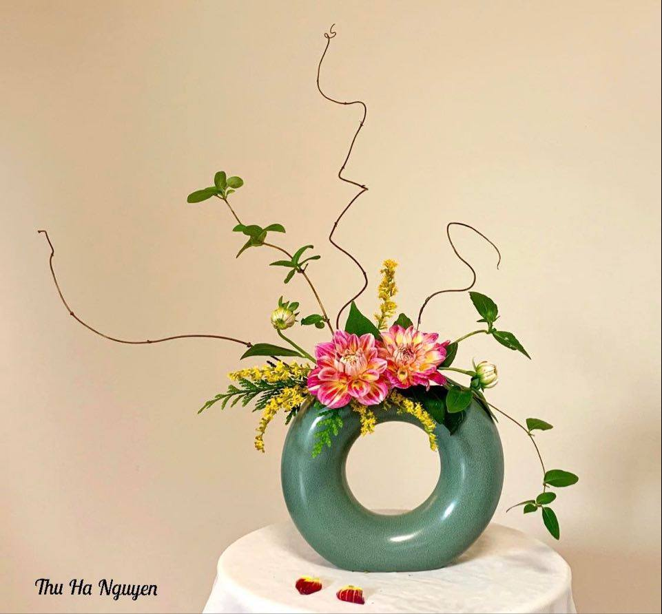 """Mẹ Việt tự tay cắm hoa 20/10, nhìn đến ảnh chim công, dân mạng thốt lên """"nức nở"""" - 14"""